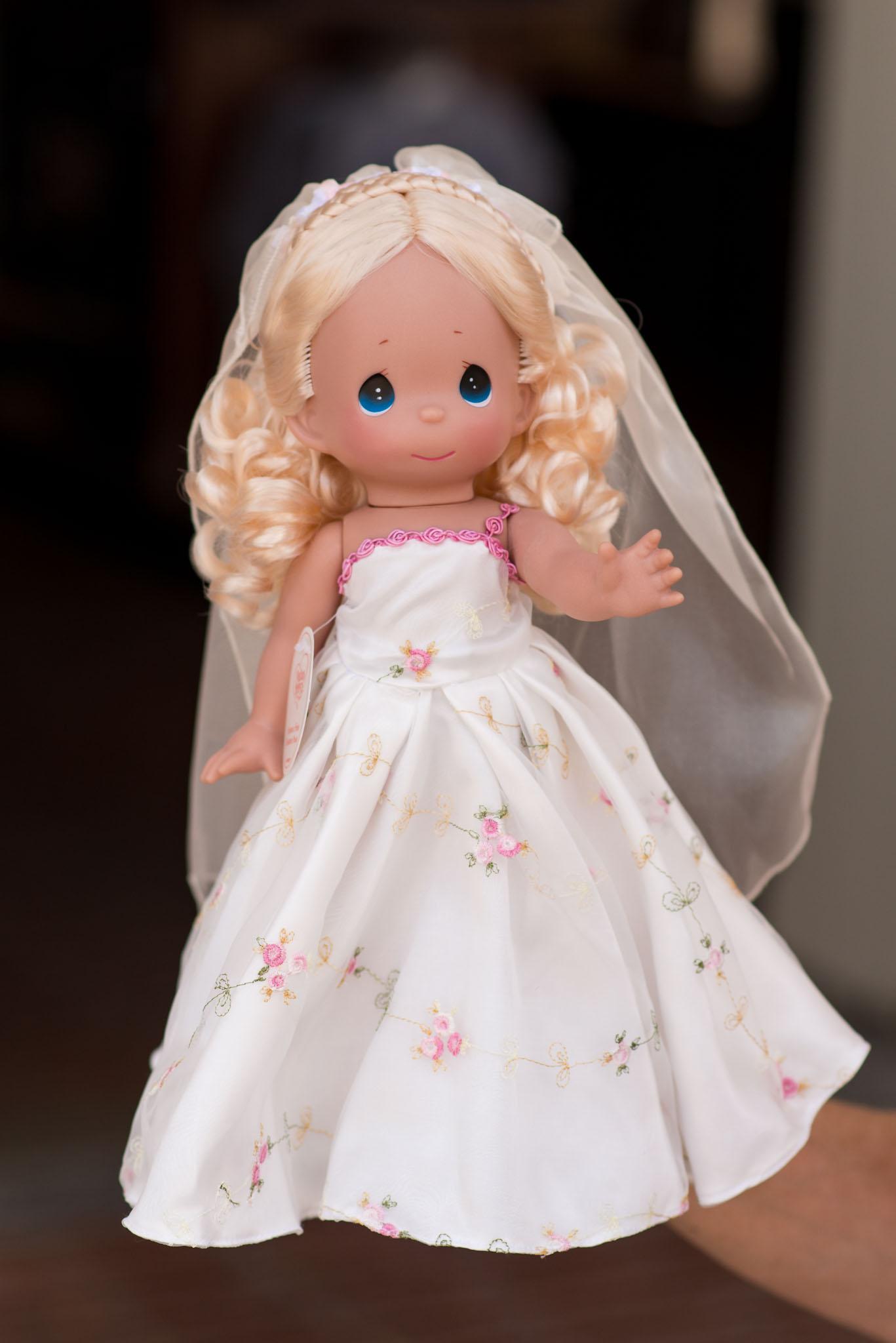 Precious Moments Disney Doll Collection - Cinderella in Bridal Dress - Epcot Flower & Garden Festival 2016