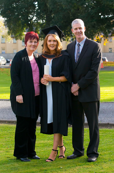 02/11/2016. Waterford Institute of Technology (WIT) Conferring Ceremonies November 2016. Pictured is Siobhan Merrigan from New Ross who graduated Graduated B.A. (Hons) in applied Social Studies in Social Care, also pictured is her parents Martina and Martin. Picture: Patrick Browne