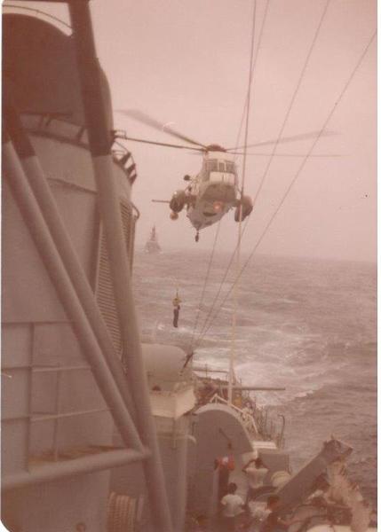 USS BIGELOW Helo Ops (002).jpg