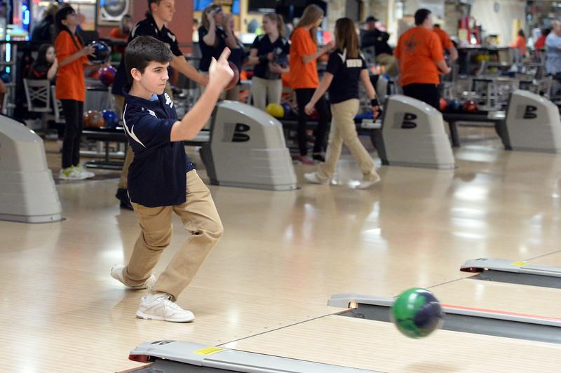 boys_bowling_9797.jpg