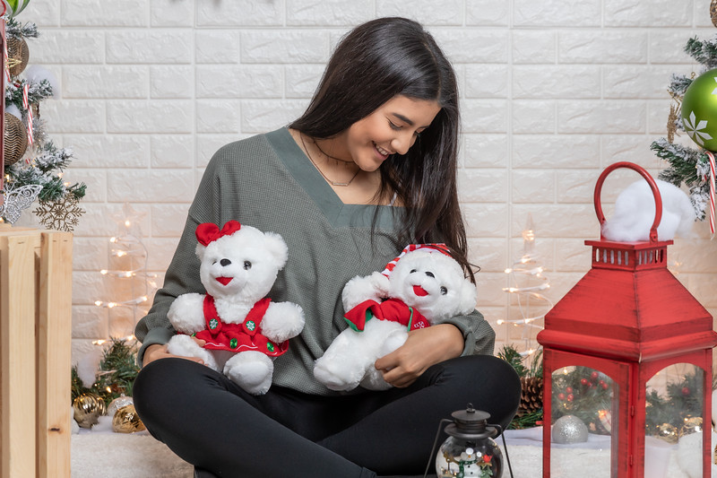 12.18.19 - Vanessa's Christmas Photo Session 2019 - 38.jpg