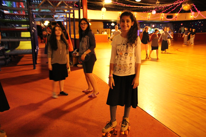 kars4kids_thezone_camp_GirlDivsion_trips_RollerSkating (28).JPG