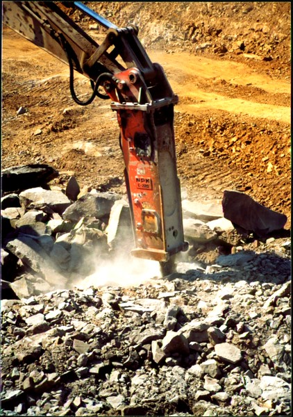 NPK E220 hydraulic hammer on Cat excavator-secondary breaking (3).JPG