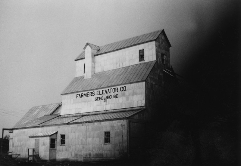 ARE007.  Arthur Farmers Elevator – ca 1940‡.jpg