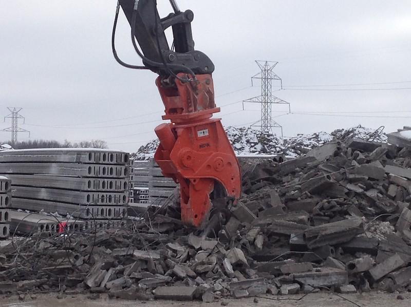 NPK U31JR concrete pulverizer on Volvo EC350 excavator - concrete recycling (1).JPG
