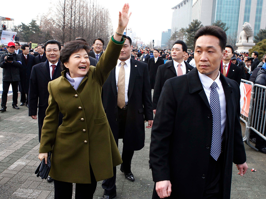 . South Korea\'s new President Park Geun-hye leaves after her inauguration at the parliament in Seoul February 25, 2013.  REUTERS/Kim Hong-Ji