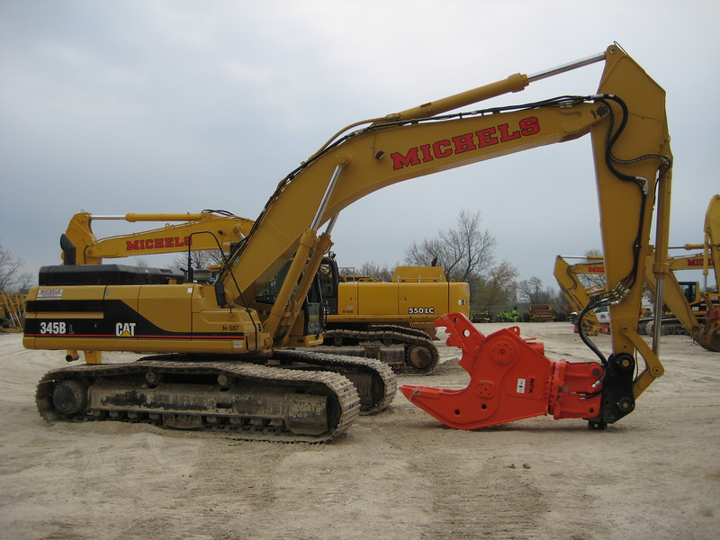 NPK U45JR concrete pulverizer on Cat excavator-crushing concrete (2).jpg