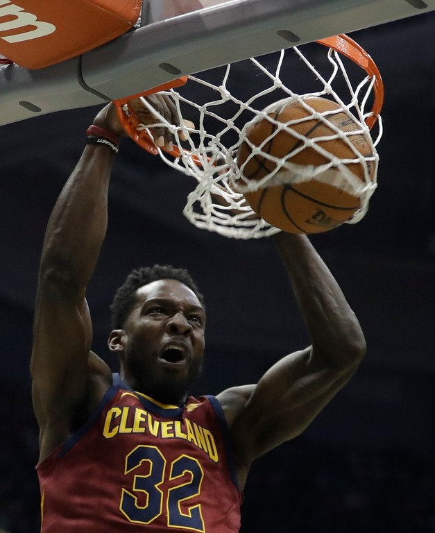 . Cleveland Cavaliers\' Jeff Green dunks during the first half of an NBA basketball game against the Milwaukee Bucks Tuesday, Dec. 19, 2017, in Milwaukee. (AP Photo/Morry Gash)