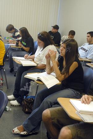 25576 Rochelle Spencer in class for Writing Center