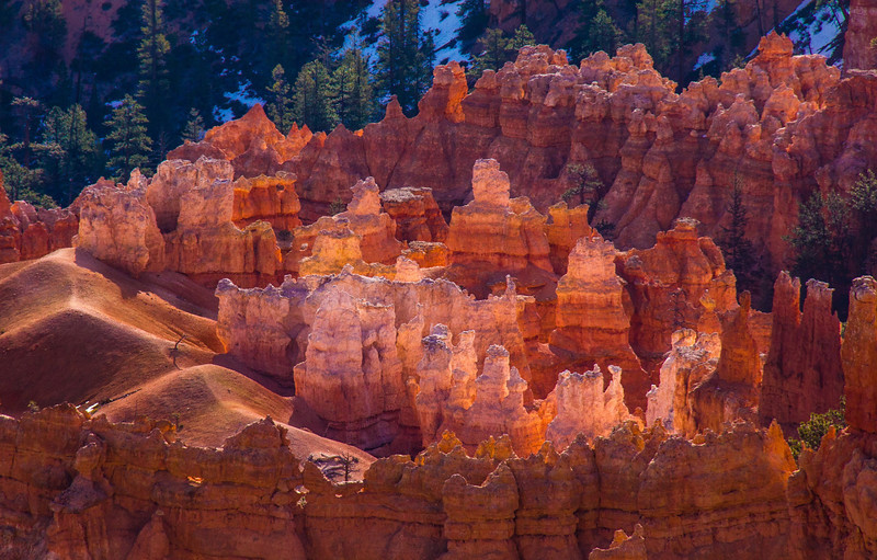 Low angle sunlight bounces right through any of the formations which contain high levels of  translucent quartz, creating an awe-inspiring scene of varying glows in the early morning. Perhaps why one popular area is called Inspiration Point.