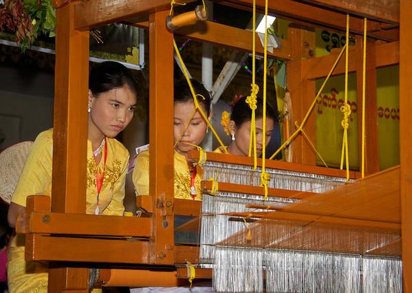 Mathoe Robe Weaving Competition