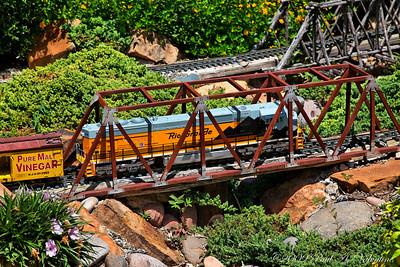 Clark Gardens Trains 08-04-09