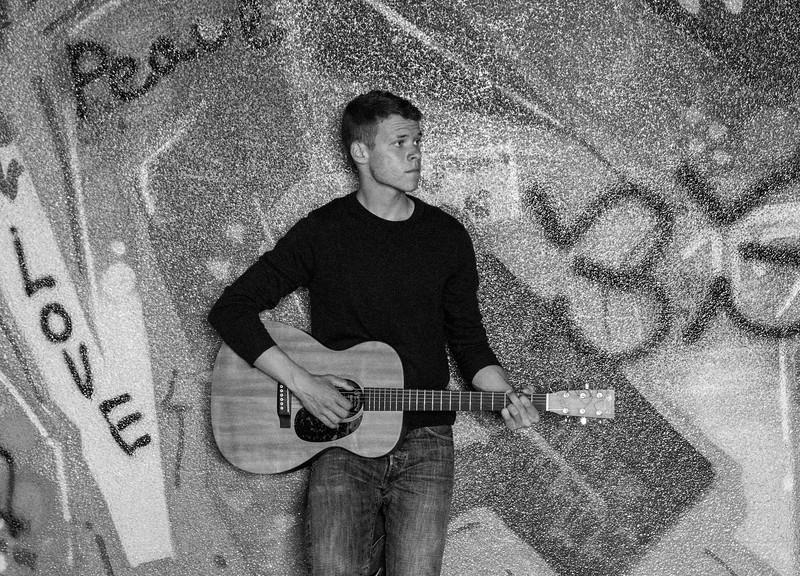 Andrew-Guitar-Rubber-bowl-inside-graffiti6BW.jpg