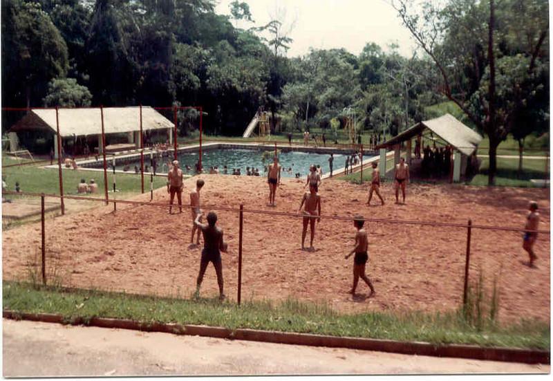 na piscina do Dundo nos anos 80s
