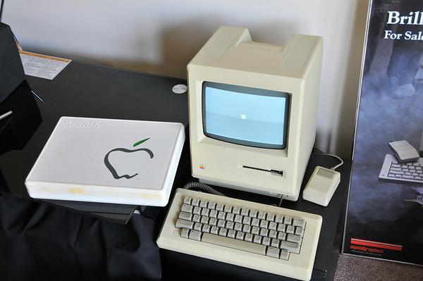 Mac 128k - Late 1984 - 2nd Version - Marked 128k on Back