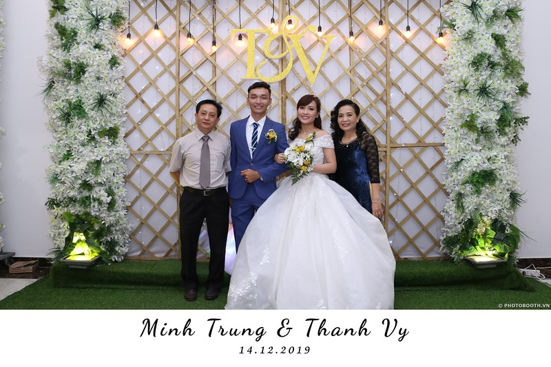 Trung-Vy-wedding-instant-print-photo-booth-Chup-anh-in-hinh-lay-lien-Tiec-cuoi-WefieBox-Photobooth-Vietnam-079.jpg