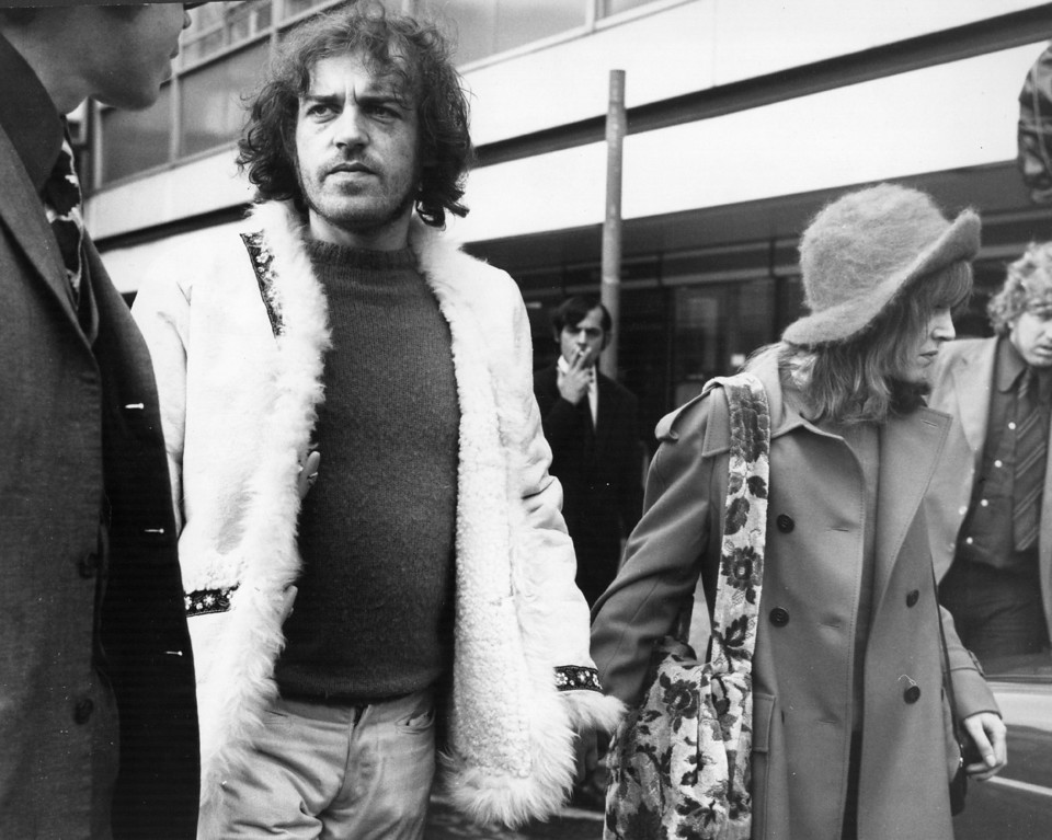. 30th October 1972:  British rock-blues singer Joe Cocker and his friend Eileen Webster arriving at Los Angeles airport.  (Photo by Evening Standard/Getty Images)
