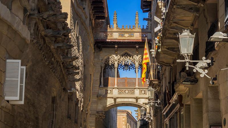 0230 Barcelona Arch 16x9.jpg