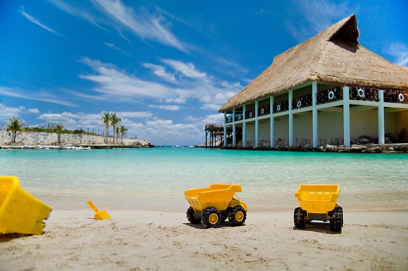 Photographer-Kiko-Ricote-Places-Spaces-Creative-Space-Artists-Management-29-camion-amarillo.jpg