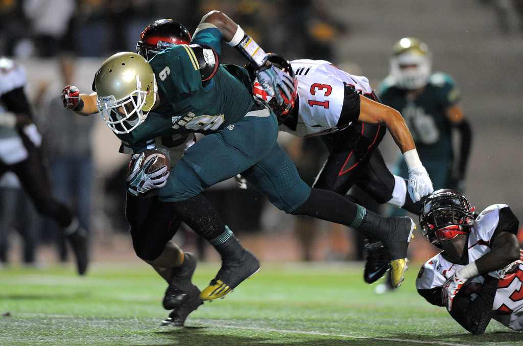 . Long Beach Poly football takes on Centennial (Corona) as part of the Mission Viejo Classic in Mission Viejo, CA on Friday, September 13, 2013. Long Beach Poly won 35-28.  Poly\'s John Smith sprints for a game-tying TD in the 4th qtr. (Photo by Scott Varley, Press-Telegram)
