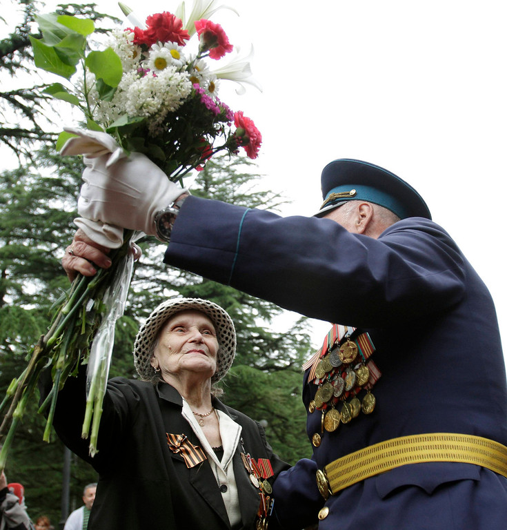 . Veterans dance during Victory Day celebration in Tbilisi, May 9, 2013. Georgia commemorates the 68th anniversary of the Soviet Union\'s victory over Nazi Germany in World War II on May 9. REUTERS/David Mdzinarishvili