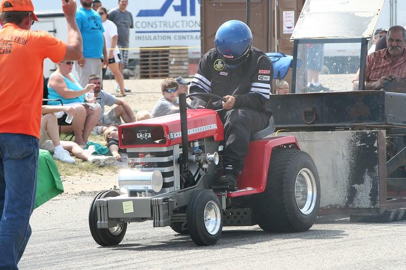 St. Paul Park tractor pull 2013 049.JPG