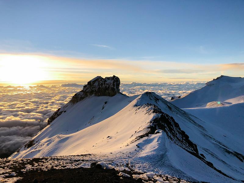 Dawn over Ixta ridge