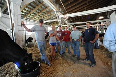 7072 Greg Homan and AG Students at Lake Campus 8-17-11