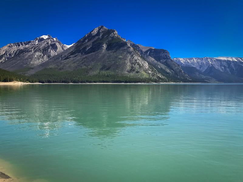 Lake_Minnewanka-2.jpg