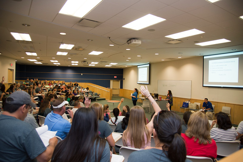 College of Nursing holds a section for new students.