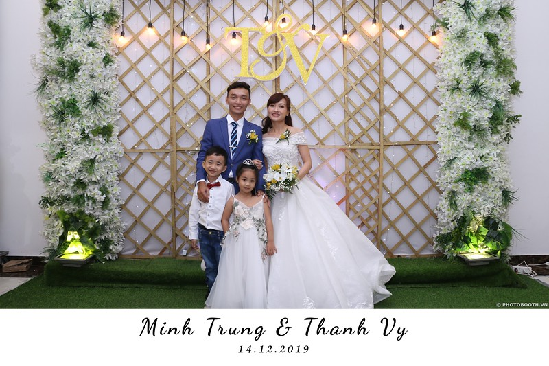 Trung-Vy-wedding-instant-print-photo-booth-Chup-anh-in-hinh-lay-lien-Tiec-cuoi-WefieBox-Photobooth-Vietnam-054.jpg