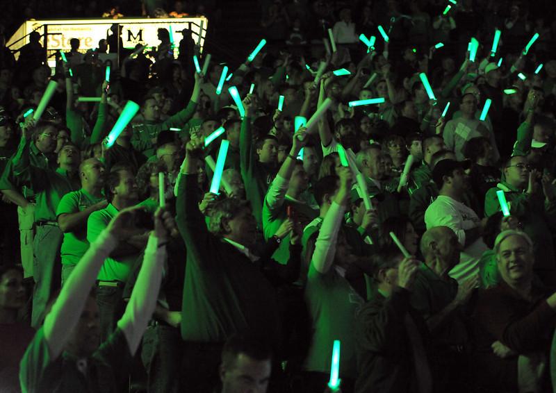 crowd0129.jpg