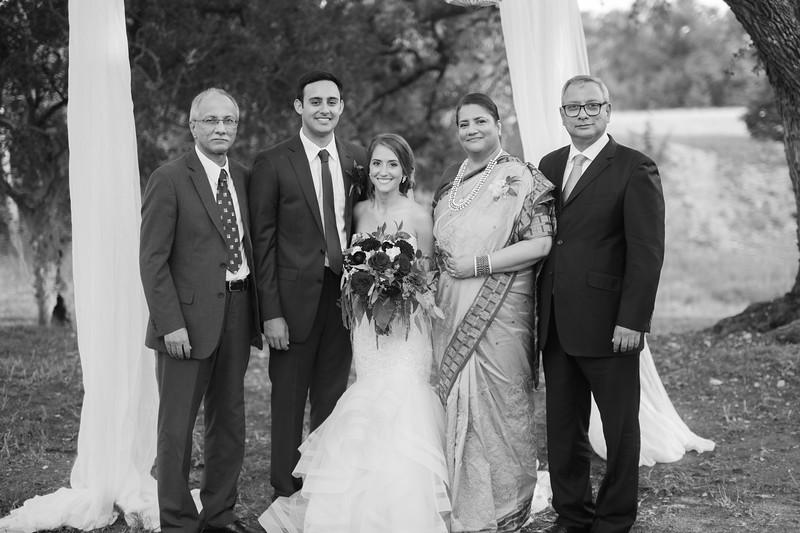 Alexa + Ro Family Portraits-86.jpg