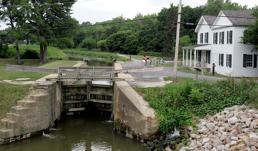 . Two bicyclist stop at the Ohio Erie Canal Visitor Center Thursday, July 7, 2005 in Valley View, Ohio.  (AP Photo/Tony Dejak)