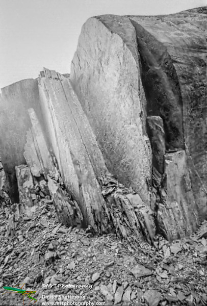 197X_Rock_face,_Franz_Joseph_glacier-Edit.jpg