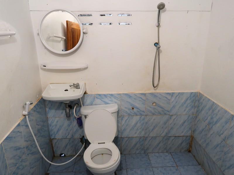 IMG_4298-beach-resort-bathroom.jpg