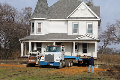 Former Akins/Cavender home moved to new location, 12/26/2019