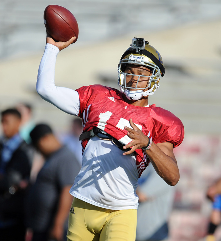 . UCLA quarterback Brett Hundley (17) during the football spring showcase college football game in the Rose Bowl on Saturday, April 27, 2013 in Pasadena, Calif.    (Keith Birmingham Pasadena Star-News)