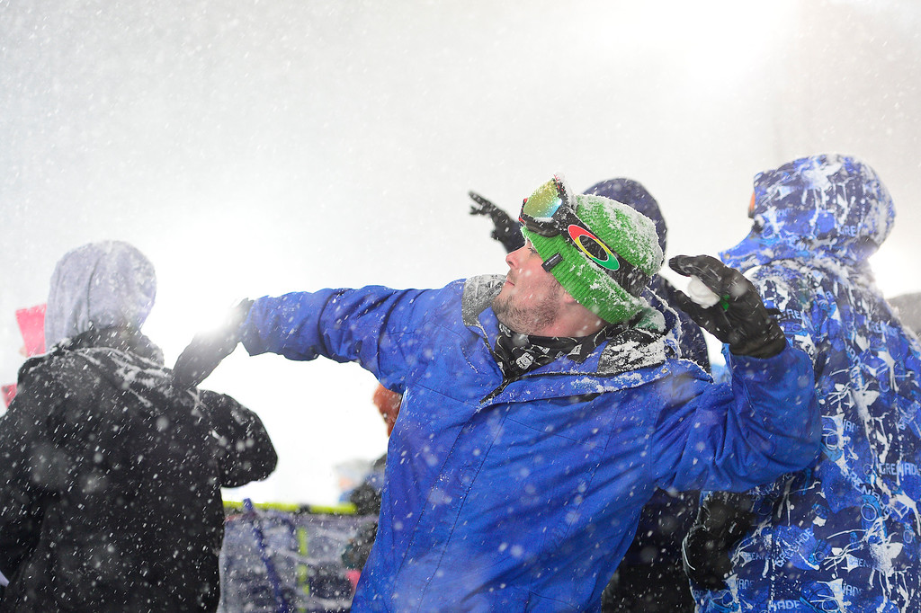 . Fans begin to throw snowballs across the halfpipe after the men\'s halfpipe finals at Winter X Games 2016 at Buttermilk Mountain on January 29, 2016 in Aspen, Colorado. The event was canceled after the first set of runs due to weather. Matt Ladley, from Steamboat Springs, Colorado, took the gold with a score of 82.33 after finishing one run. (Photo by Brent Lewis/The Denver Post)
