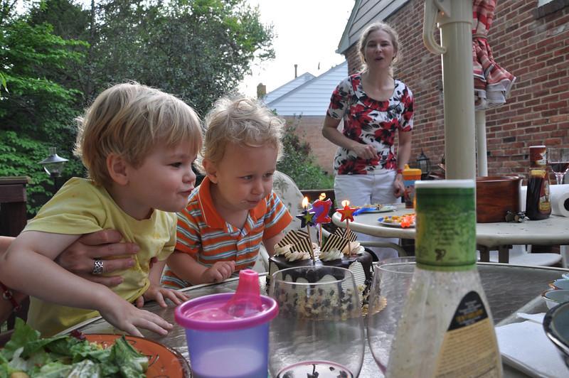Early birthday cake for Everett
