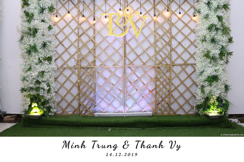 Trung-Vy-wedding-instant-print-photo-booth-Chup-anh-in-hinh-lay-lien-Tiec-cuoi-WefieBox-Photobooth-Vietnam-096.jpg