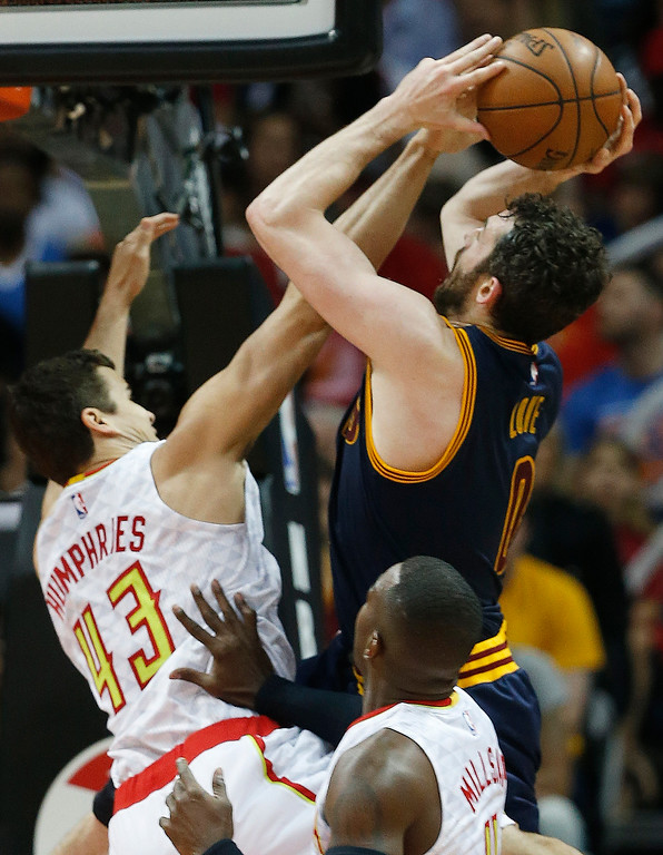 . Atlanta Hawks forward Kris Humphries (43) stops the hot by Cleveland Cavaliers forward Kevin Love (0) in of Game 4 of the second-round NBA basketball playoff series, Sunday, May 8, 2016, in Atlanta. (AP Photo/John Bazemore)