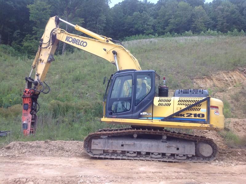 NPK GH10 hydraulic hammer on Kobelco excavator (1).JPG