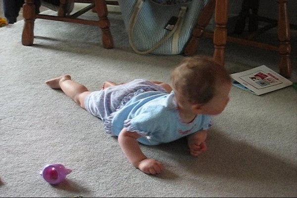 Emily Learning to Crawl with Bottom Up.wmv