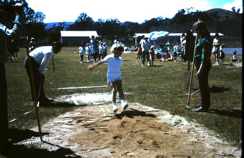 1971-11-5 (12) Susan 6 years 3 months Yea sports.JPG