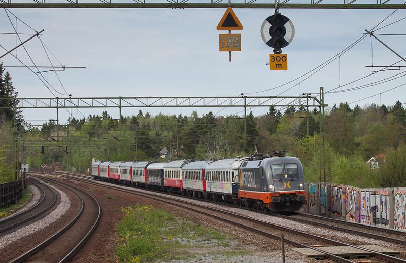 "Hector Rail 242.532 ""Lightyear"" on the Veolia Snälltåg Stockholm-Malmö in Stuvsta."