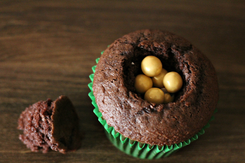 Step 3 Gold Cupcakes .jpg