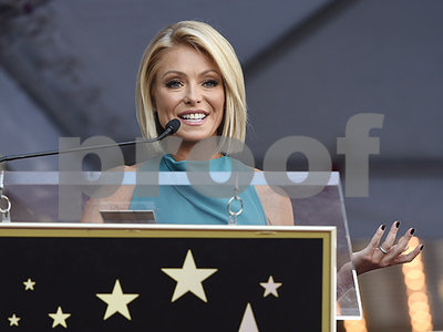 kelly-ripa-returns-to-live-and-explains-absence-i-needed-a-couple-days-to-gather-my-thoughts