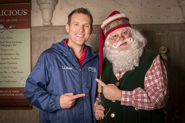 Nov. 17, 2017 Portraits with Santa at the Grove Arcade