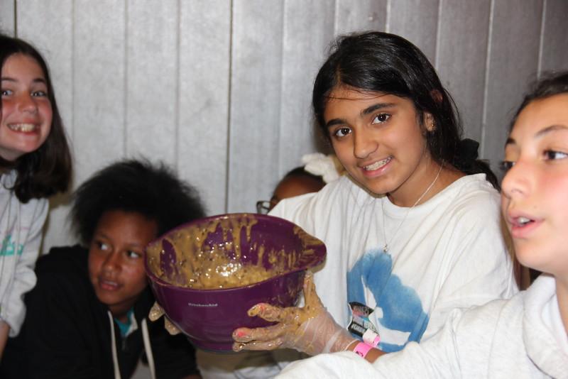 kars4kids_thezone_camp_girlsDivsion_activities_baking (21).JPG